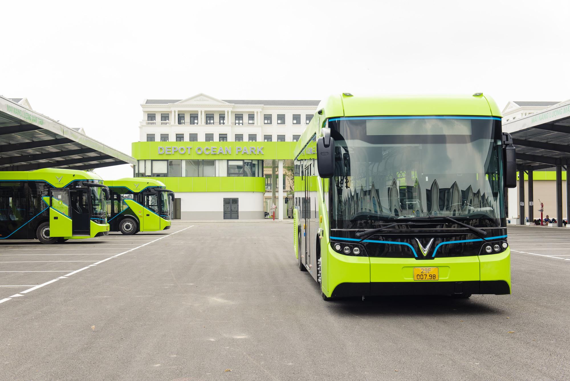 Cận cảnh xe buýt điện VinFast lăn bánh tại Hà Nội, có gì đặc biệt? - Ảnh 2.