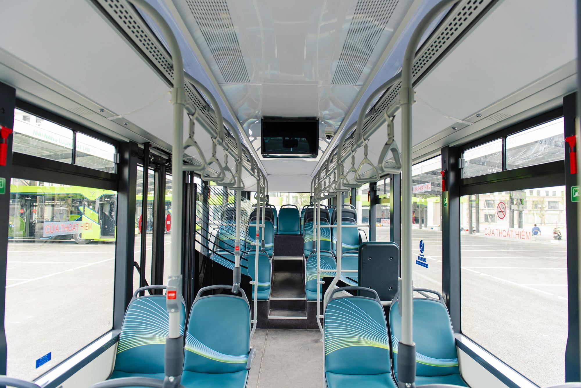 Cận cảnh xe buýt điện VinFast lăn bánh tại Hà Nội, có gì đặc biệt? - Ảnh 5.