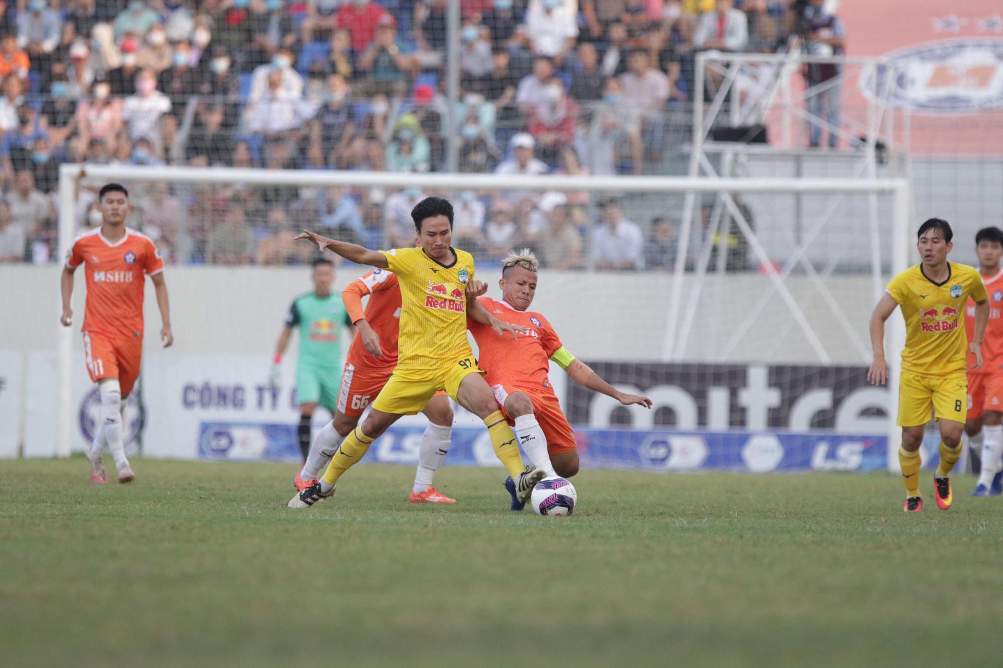 Công Phượng, Văn Toàn tỏa sáng, HAGL chễm chệ trên đỉnh V.League - Ảnh 1.