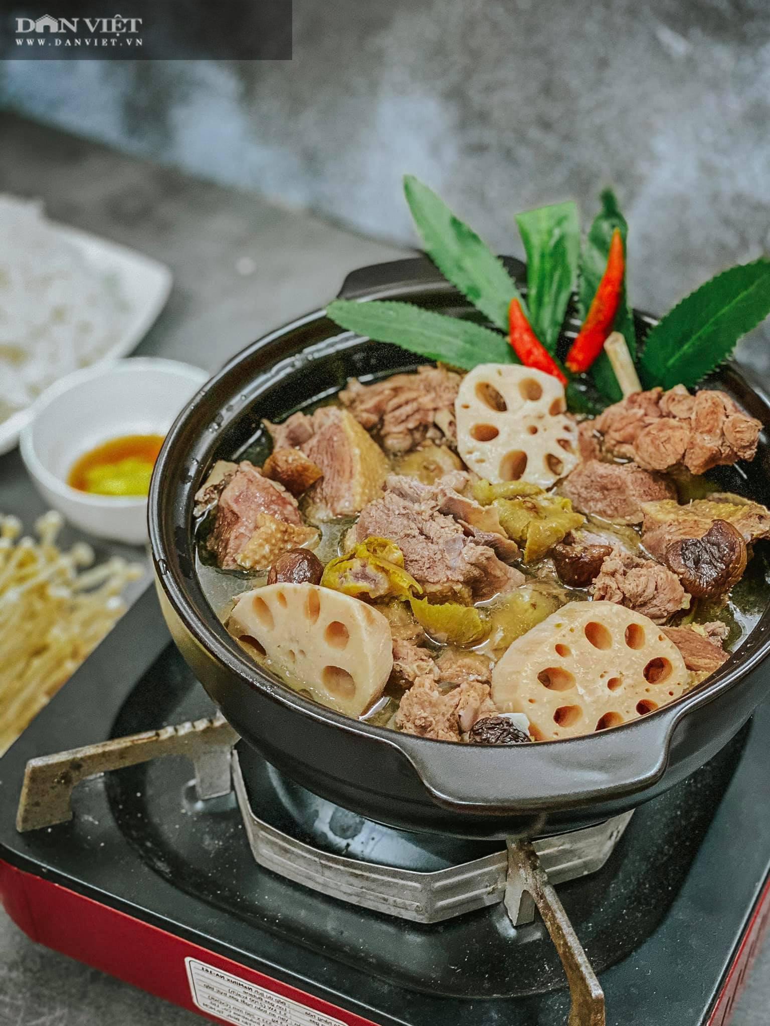 Đổi món với vịt om sấu nấu cùng củ sen và nước dừa - Ảnh 1.
