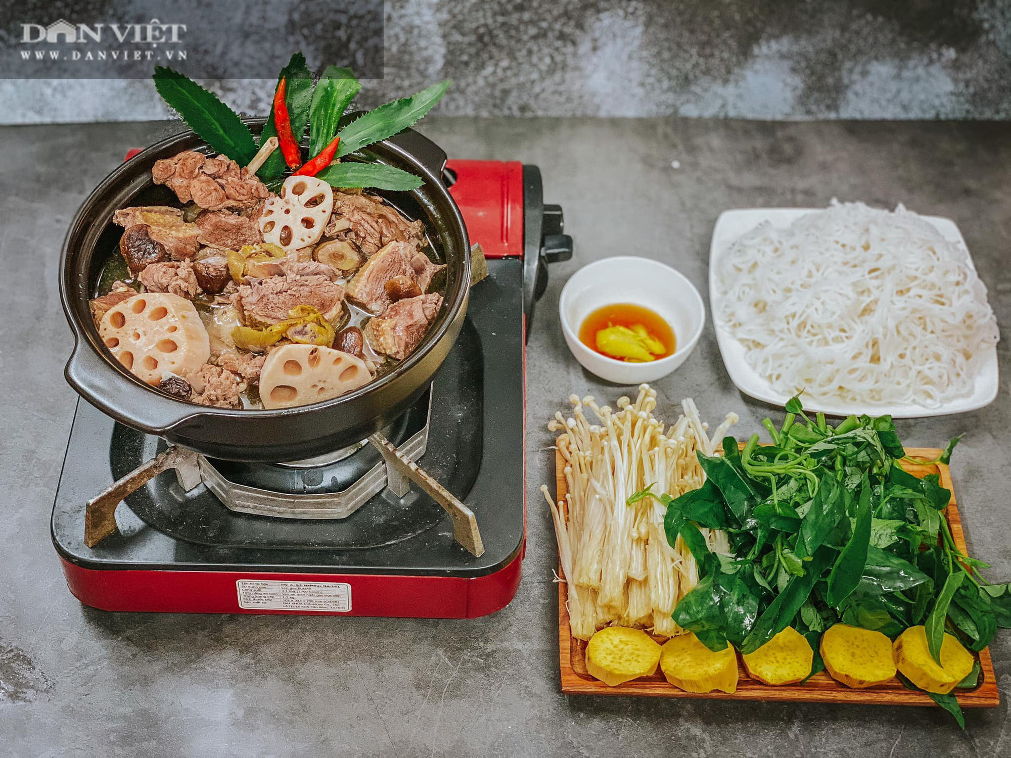 Đổi món với vịt om sấu nấu cùng củ sen và nước dừa - Ảnh 2.