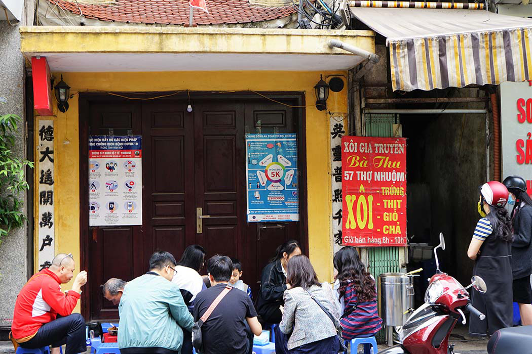 Hà Nội: Xôi bà Thu có gì hấp dẫn mà bán 300 bát thu về 17 triệu mỗi ngày - Ảnh 4.