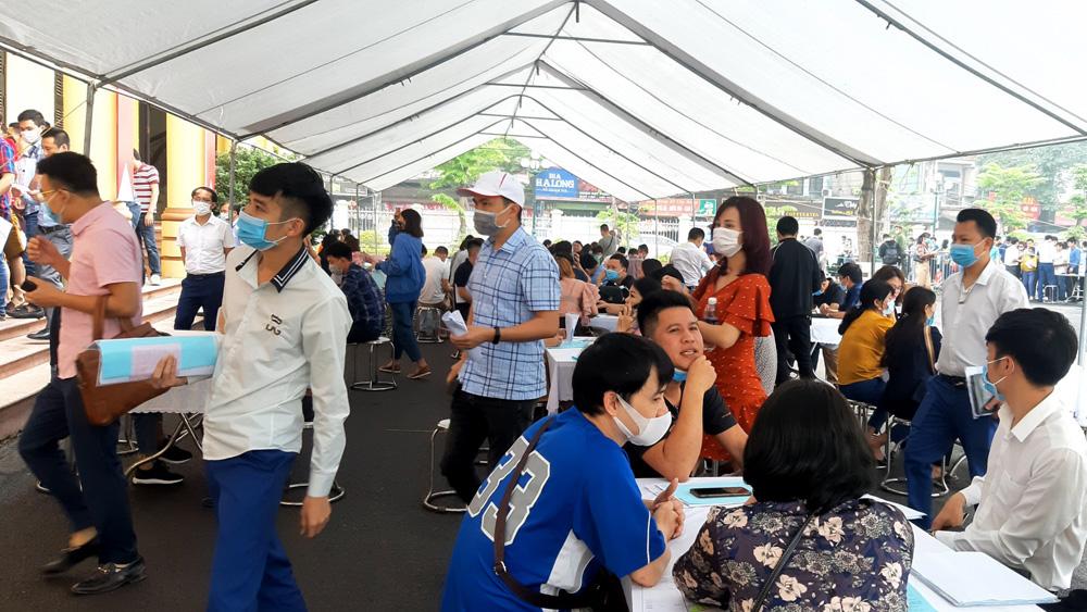 """Bắc Giang: Đấu giá một khu """"đất quê"""" chênh lệch 59 tỷ đồng, gần gấp đôi giá khởi điểm - Ảnh 2."""