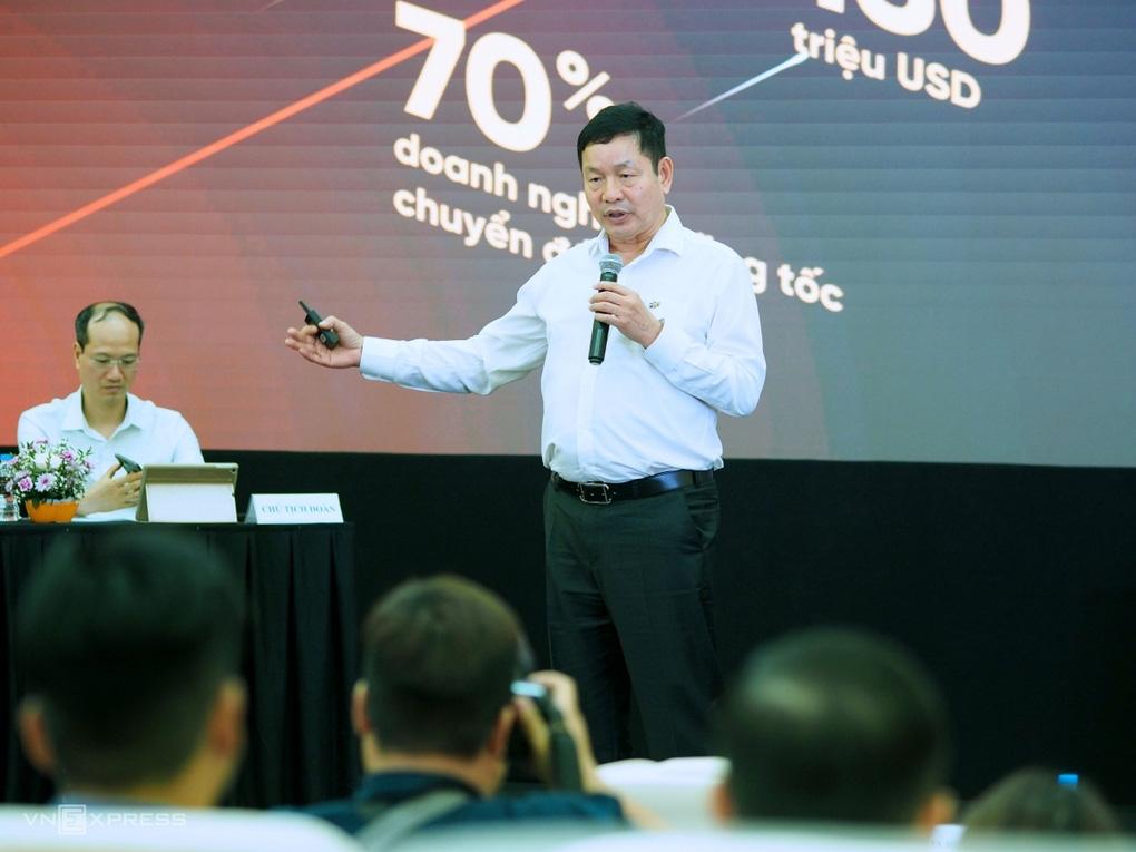 """""""Khoe"""" lái xe cũng có tiền cho con du học, Chủ tịch Trương Gia Bình đang đứng ở đâu trong Top người giàu? - Ảnh 3."""