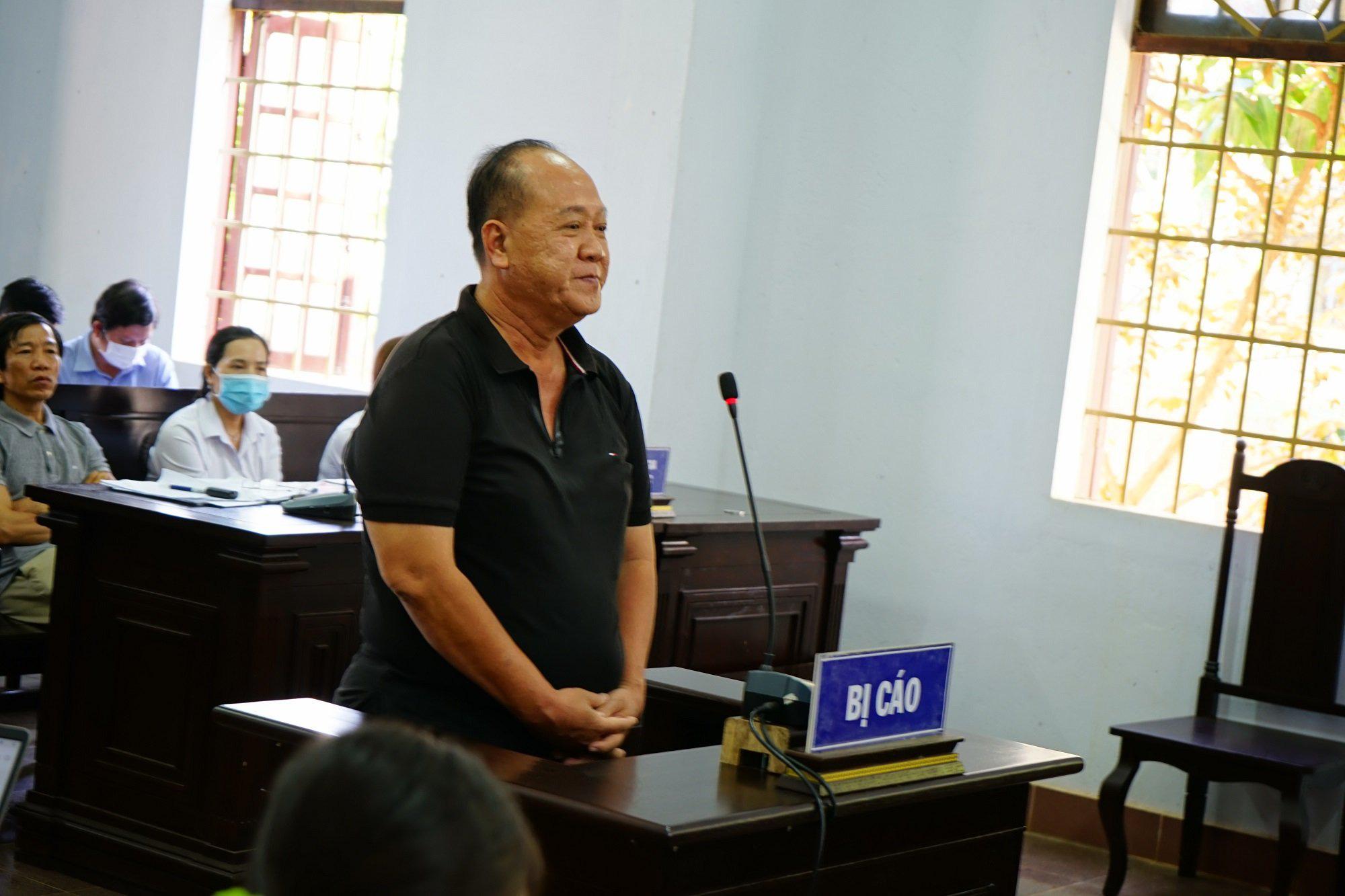 Đại gia Trịnh Sướng khai pha trộn xăng theo tỷ lệ 40% xăng nền, 60% là hóa chất, dung môi - Ảnh 2.
