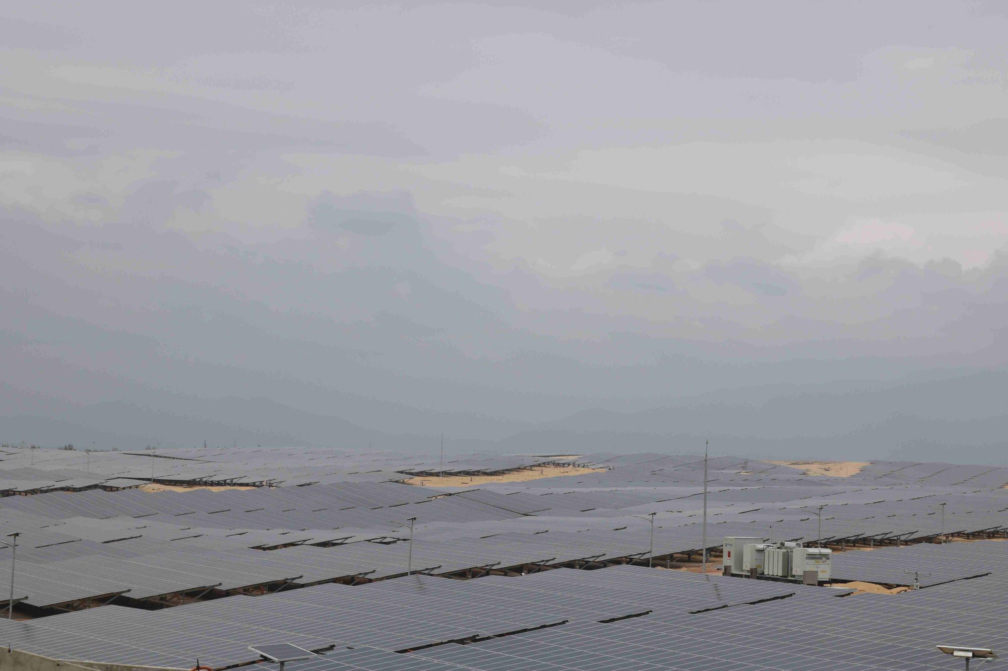 """Bình Định """"đón"""" nhà máy năng lượng mặt trời hơn 6.000 tỷ - Ảnh 1."""
