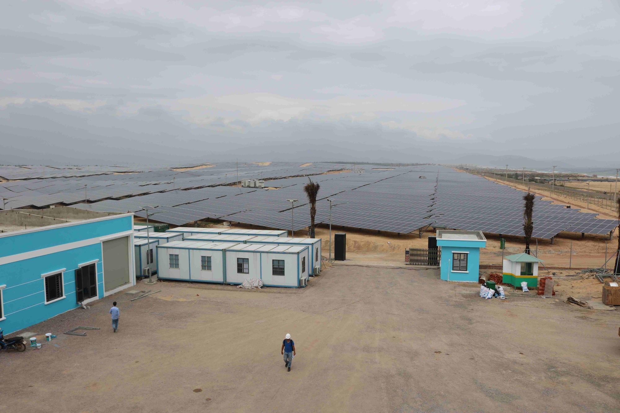 """Bình Định """"đón"""" nhà máy năng lượng mặt trời hơn 6.000 tỷ - Ảnh 2."""