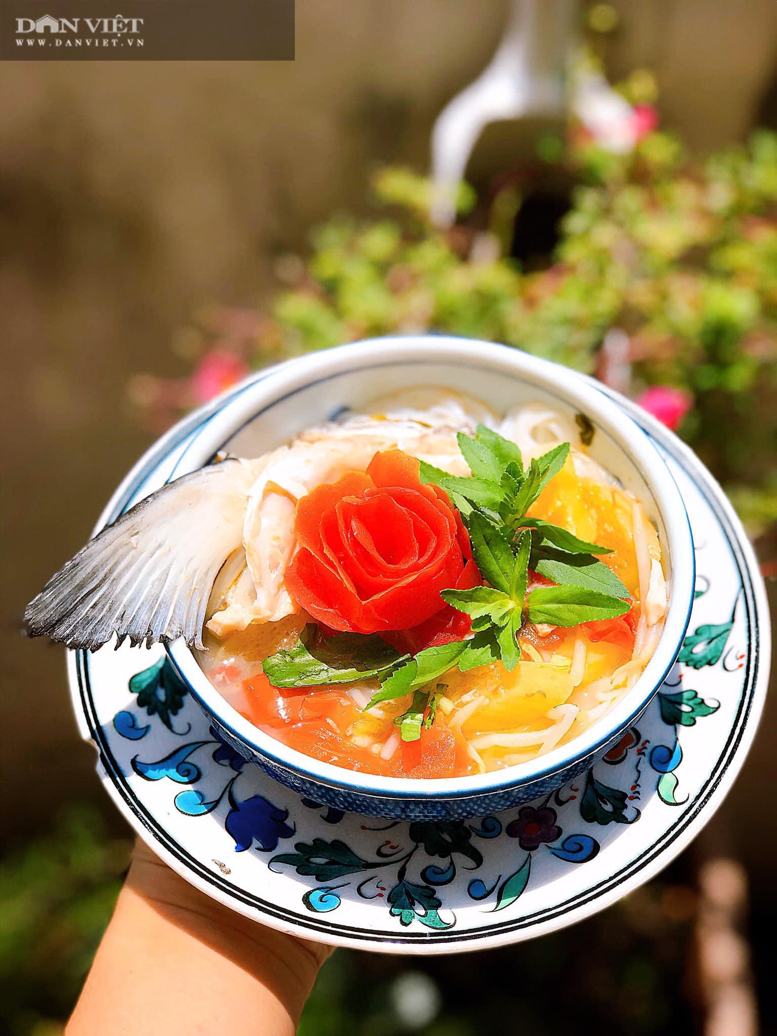 Bún chua đầu cá hồi đổi vị thanh mát ngày hè - Ảnh 1.