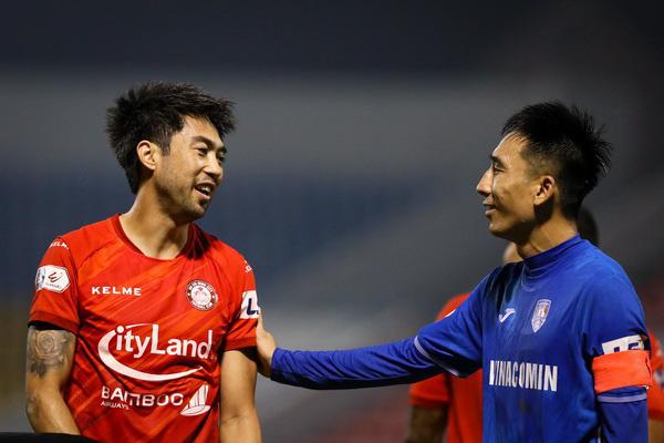 """Cầu thủ Than Quảng Ninh đình công, V.League bỗng nhiên """"nổi sóng"""""""