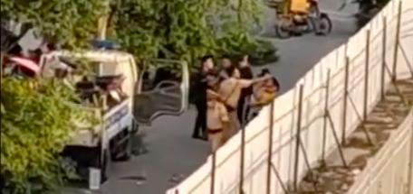 Tin mới vụ Cảnh sát giao thông Hà Nội đánh túi bụi nam thanh niên - Ảnh 2.