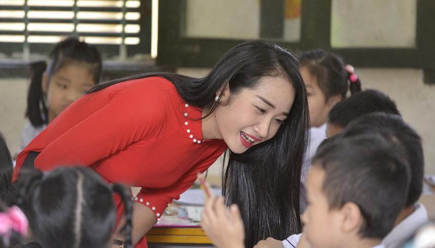 """Cô giáo xinh như hot girl gây """"sốt"""" mạng khi chụp ảnh căn cước công dân - Ảnh 3."""