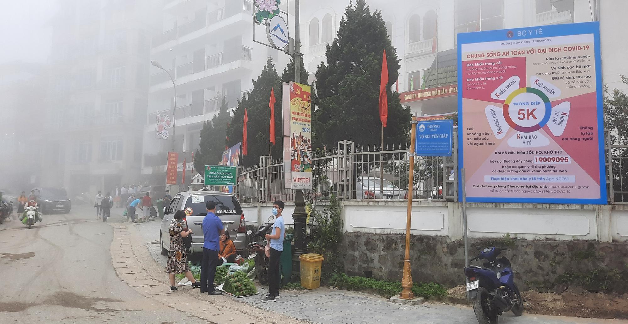 Thị trấn Tam Đảo (Vĩnh Phúc): Du khách còn chủ quan trong phòng chống dịch Covid 19 - Ảnh 2.