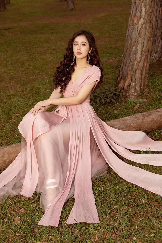 Ở tuổi 33, Mai Phương Thúy mặc trễ vai quyến rũ được Đặng Thu Thảo khen điều này - Ảnh 5.