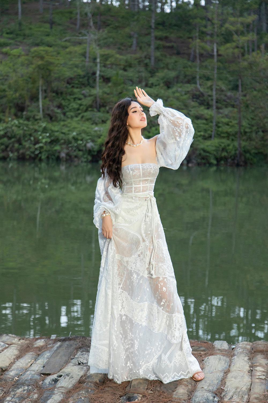 Ở tuổi 33, Mai Phương Thúy mặc trễ vai quyến rũ được Đặng Thu Thảo khen điều này - Ảnh 3.