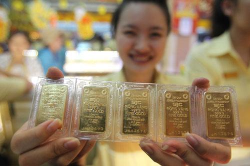 Giá vàng hôm nay 1/5: Vàng giảm tiếp phiên đầu tháng 5 - Ảnh 1.
