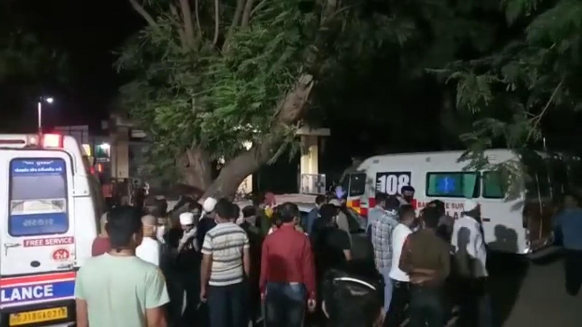 Ấn Độ: Cháy lớn tại bệnh viện ở thành phố Bharuch khiến 16 bệnh nhân COVID-19 thiệt mạng - Ảnh 2.