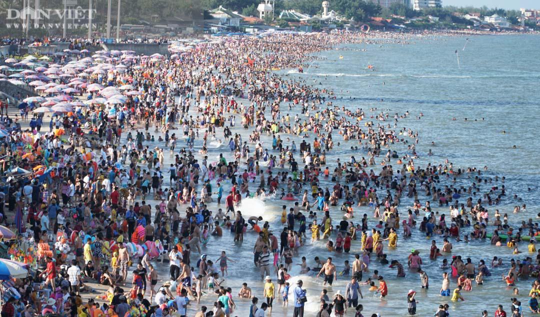 Vũng Tàu: Sốc, du khách mải tắm biển, bị kẻ gian cắt kính ô tô, khoắng sạch tiền - Ảnh 4.