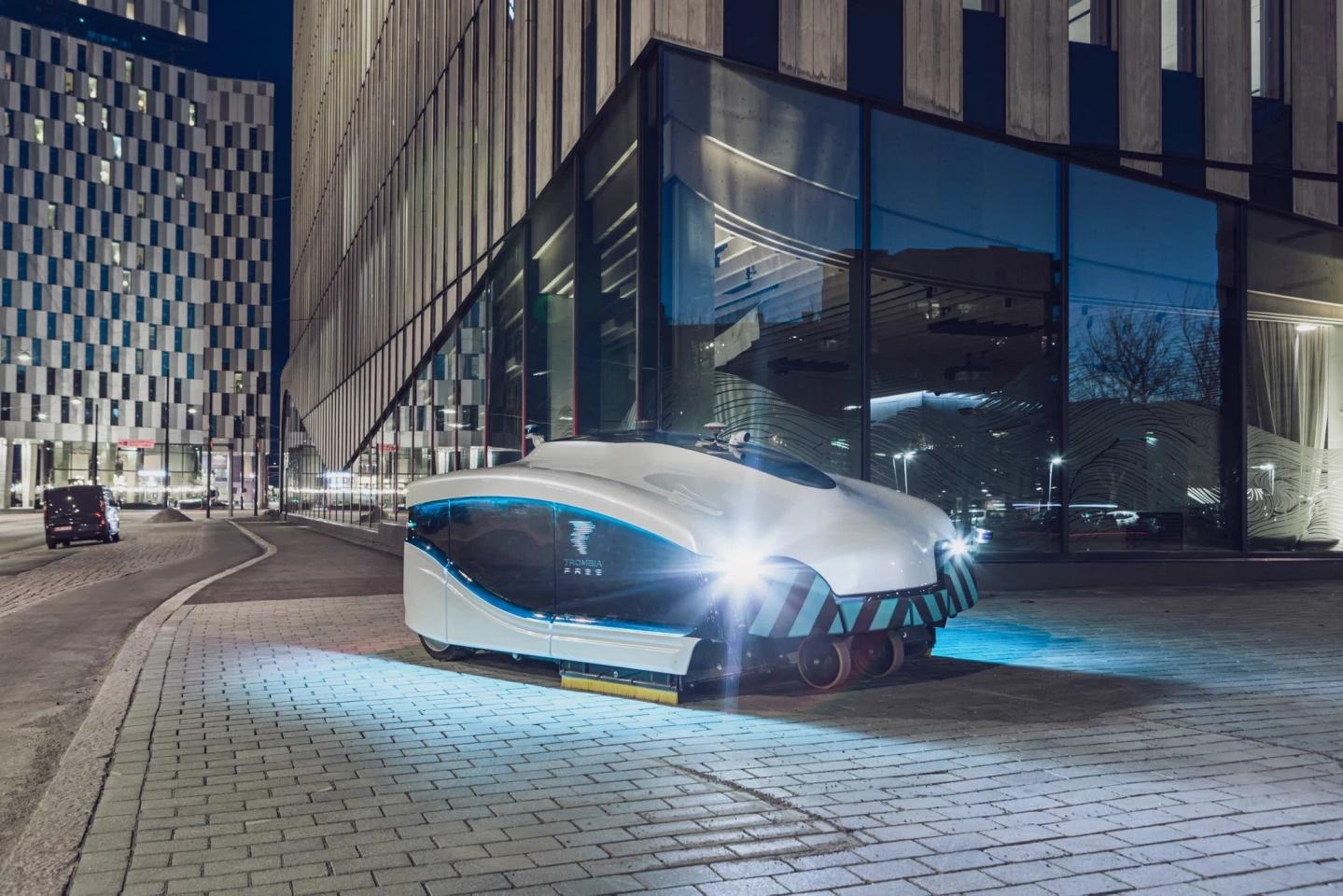 Trombia Free - Xe quét tự hành dọn dẹp đường phố vào ban đêm - Ảnh 2.