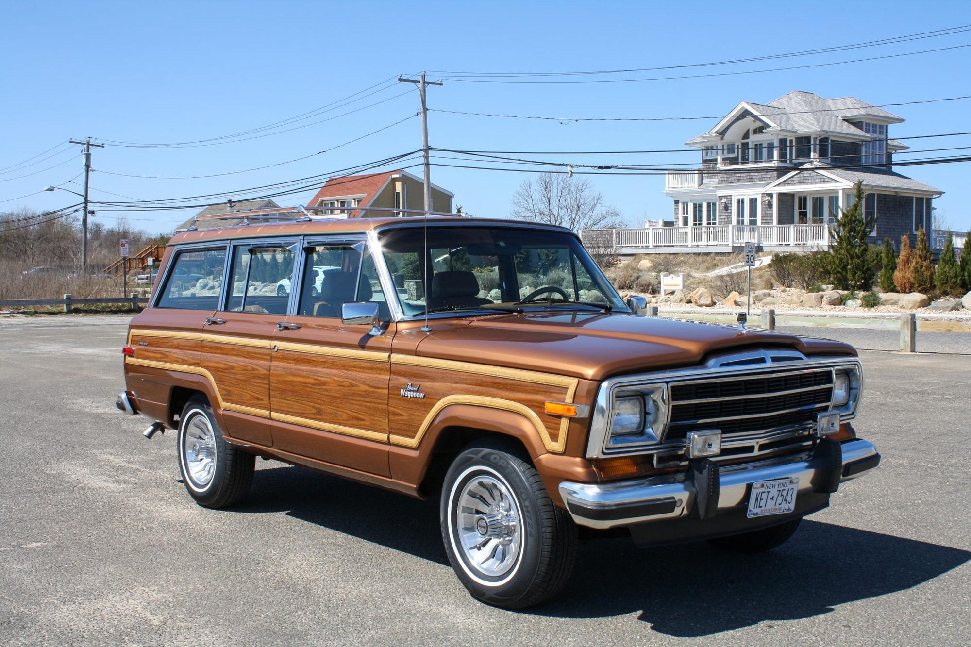 Jeep vừa hồi sinh dòng Wagoneer ốp gỗ cổ điển sau 30 năm - Ảnh 2.