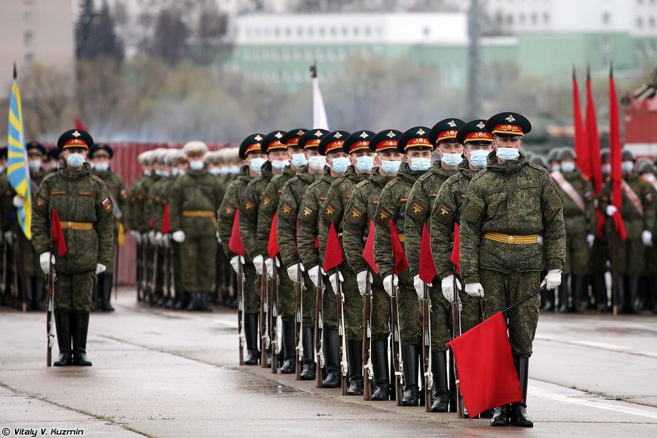Nga khoe xe tăng, khí tài khi tập dượt cho lễ duyệt binh - Ảnh 1.