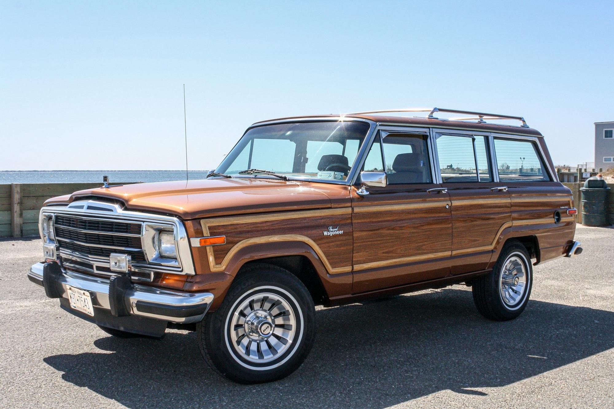 Jeep vừa hồi sinh dòng Wagoneer ốp gỗ cổ điển sau 30 năm - Ảnh 1.