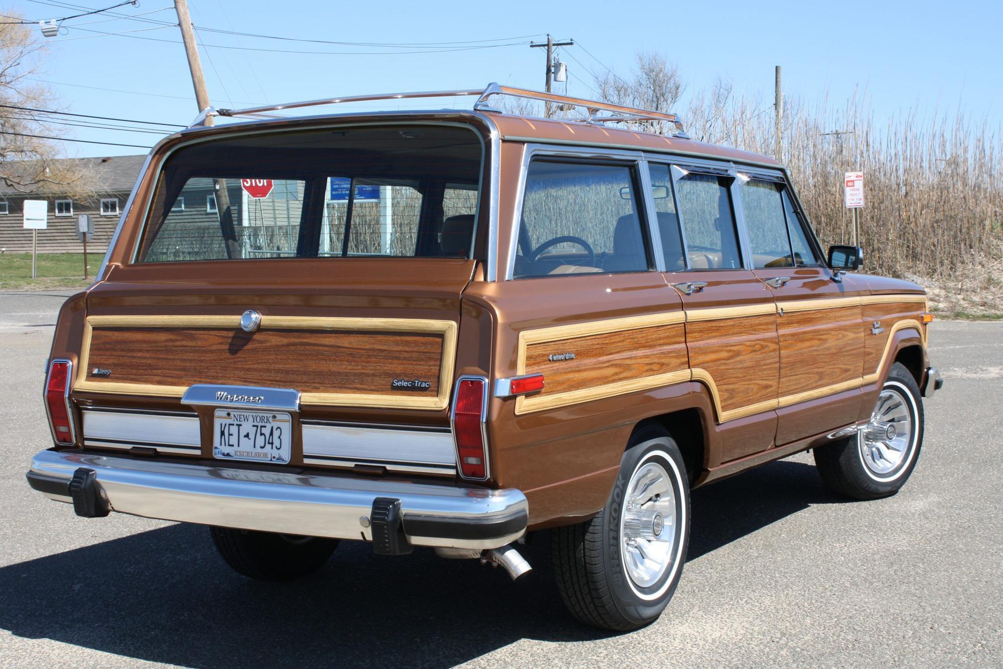 Jeep vừa hồi sinh dòng Wagoneer ốp gỗ cổ điển sau 30 năm - Ảnh 4.