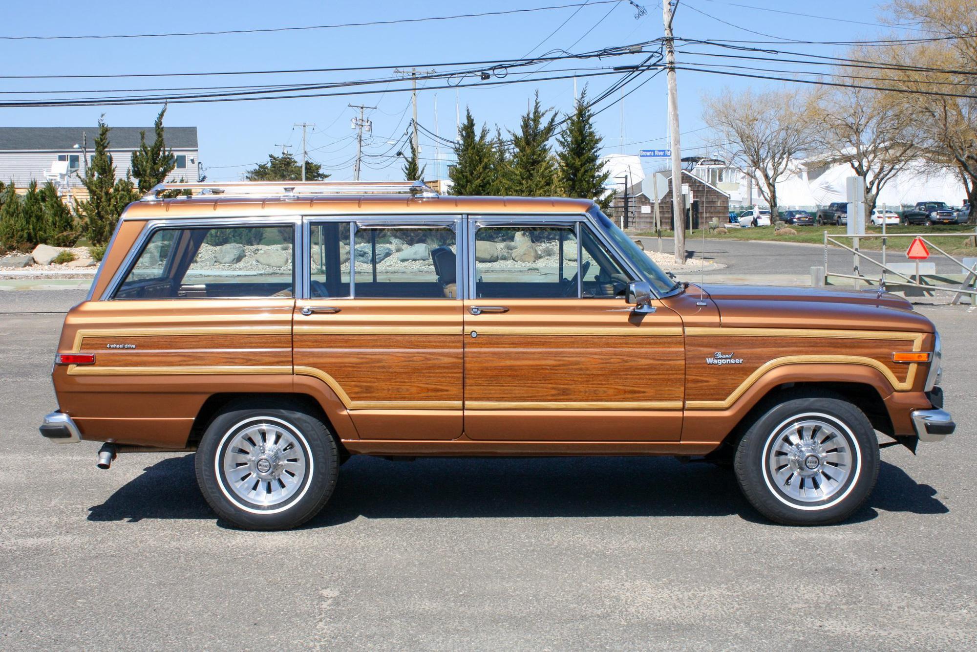 Jeep vừa hồi sinh dòng Wagoneer ốp gỗ cổ điển sau 30 năm - Ảnh 3.