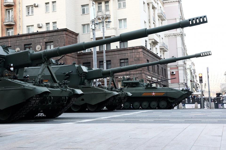 Nga khoe xe tăng, khí tài khi tập dượt cho lễ duyệt binh - Ảnh 4.