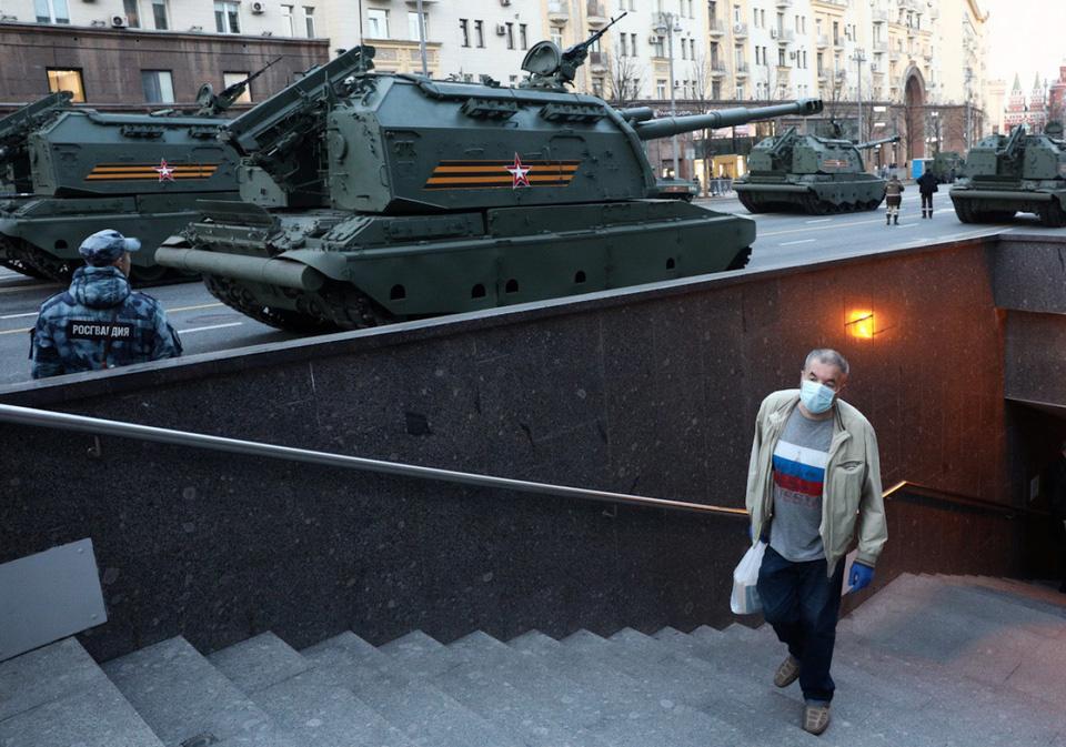 Nga khoe xe tăng, khí tài khi tập dượt cho lễ duyệt binh - Ảnh 5.