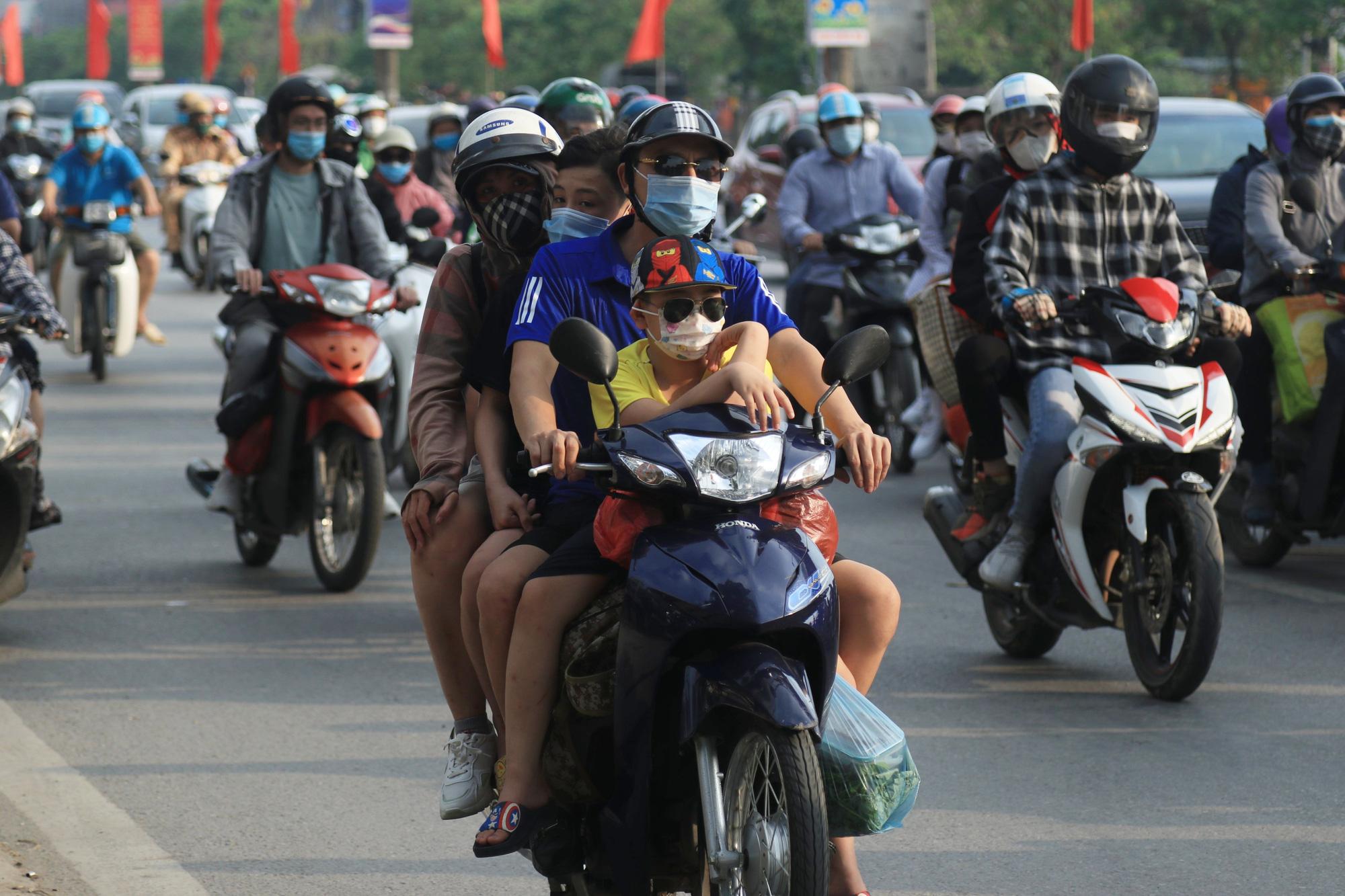Người dân khai báo y tế bắt buộc ra sao khi trở lại Hà Nội sau nghỉ lễ 30/4-1/5? - Ảnh 2.