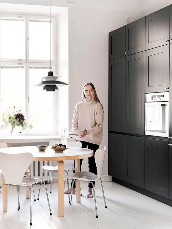 Cải tạo căn hộ cũ 80 mét vuông, sử dụng màu sắc tối giản một cách thông minh, diện tích lớn hơn gấp đôi! - Ảnh 6.
