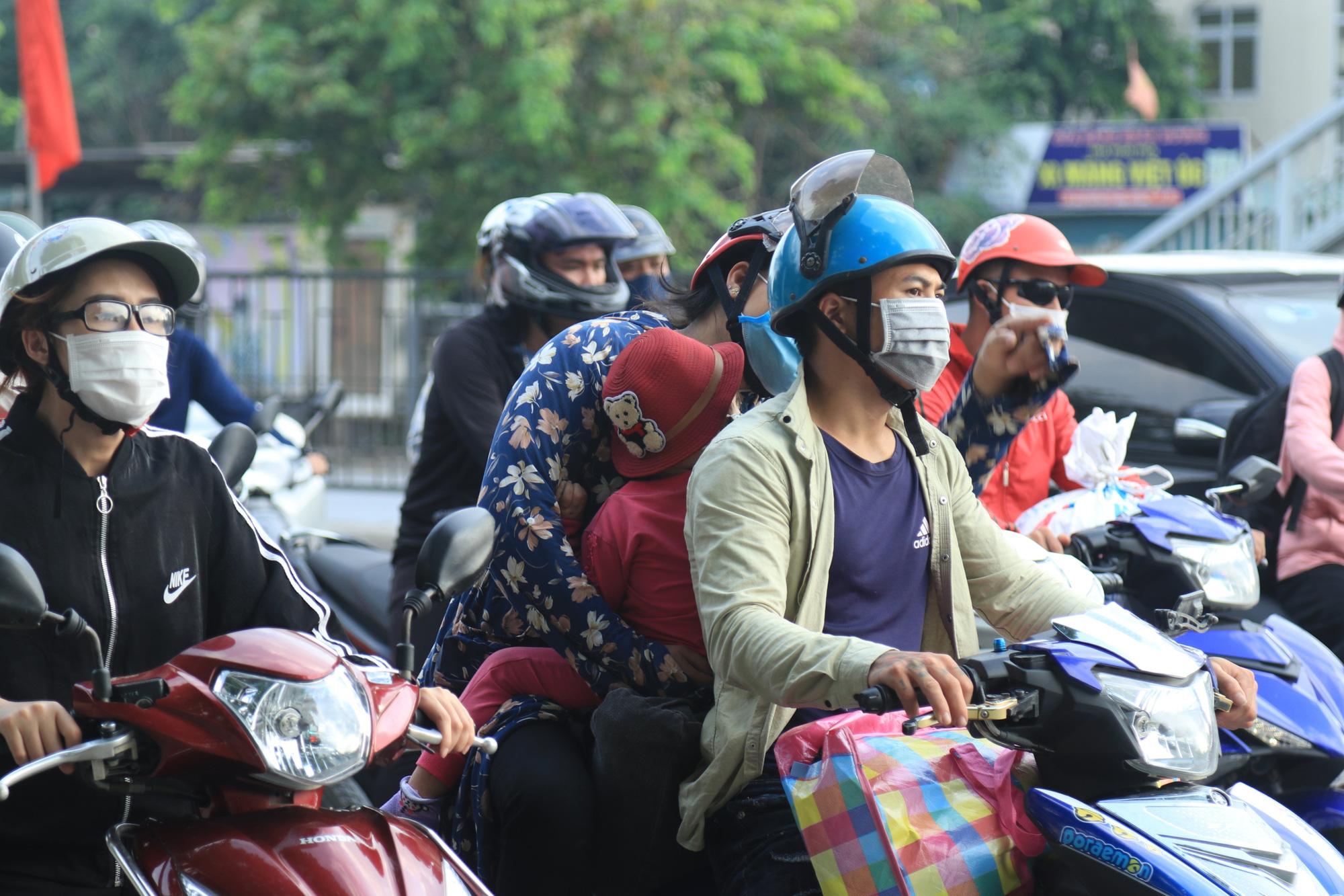 Người dân khai báo y tế bắt buộc ra sao khi trở lại Hà Nội sau nghỉ lễ 30/4-1/5? - Ảnh 1.