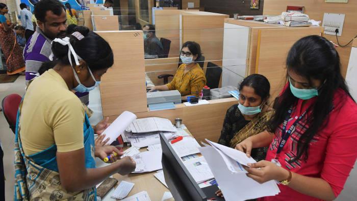 Các ngân hàng quốc tế đang dần rút khỏi Ấn Độ - Ảnh 1.