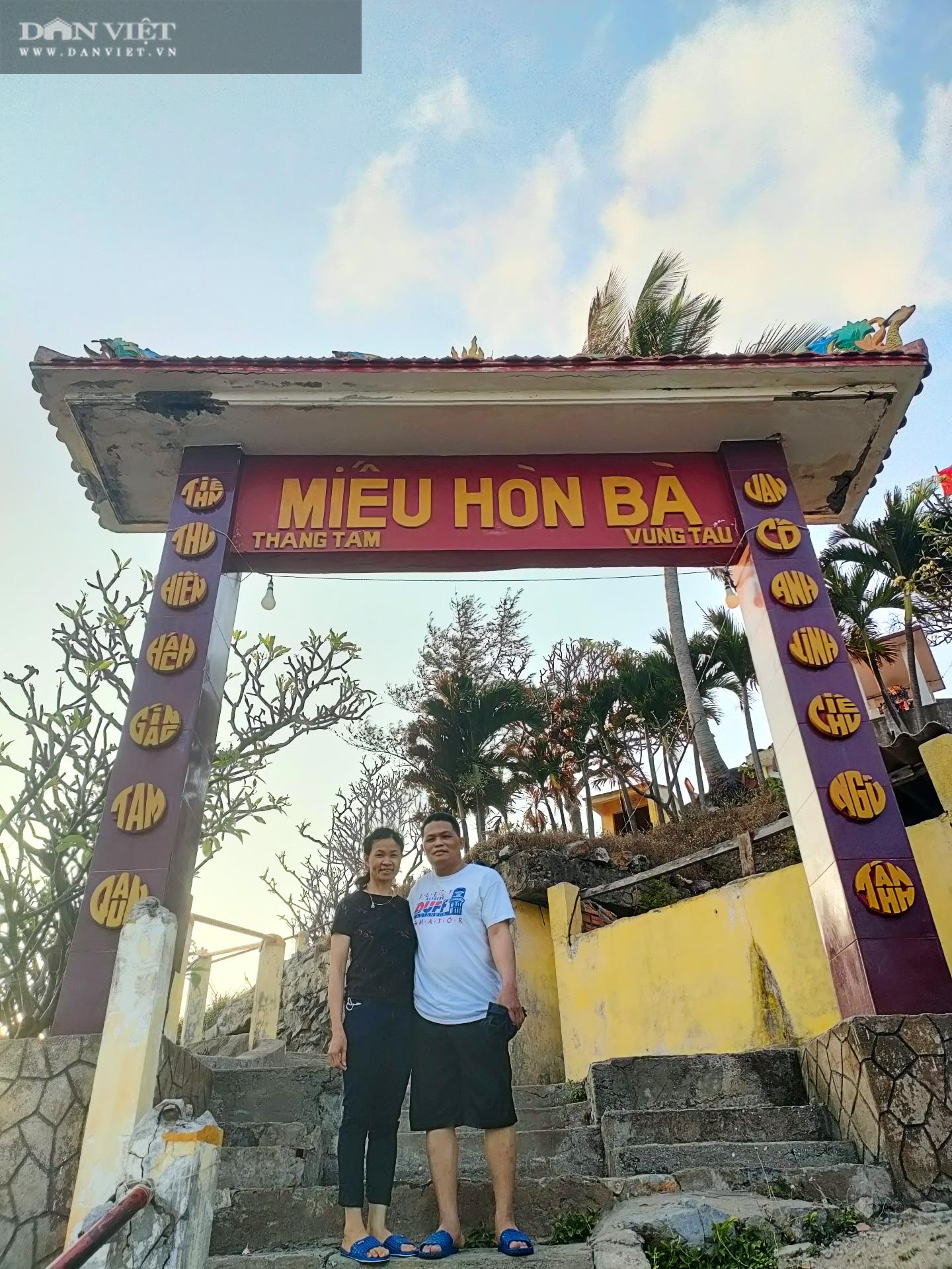 """Canh """"giờ vàng"""" lần theo con đường bí ẩn dưới nước đến thăm ngôi miếu có vị trí đặc biệt nhất Việt Nam - Ảnh 5."""