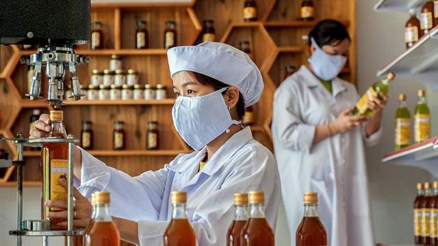 Một doanh nghiệp chế biến mật ong ở Đồng Nai. Ảnh IT