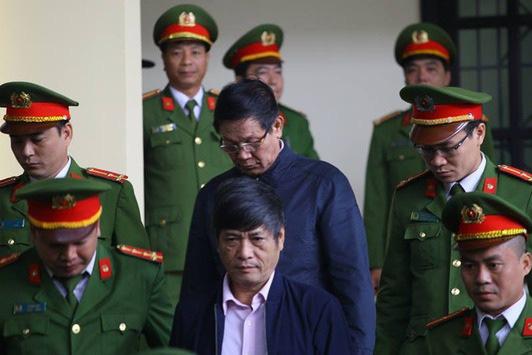Hai cựu tướng Phan Văn Vĩnh, Nguyễn Thanh Hóa nộp đủ 900 triệu đồng thi hành án - Ảnh 1.