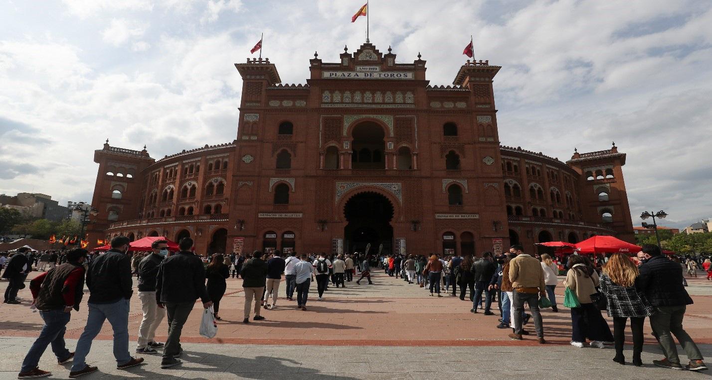 Đấu bò ở Madrid mở cửa trở lại kể từ khi đại dịch Covid-19 bùng phát - Ảnh 1.