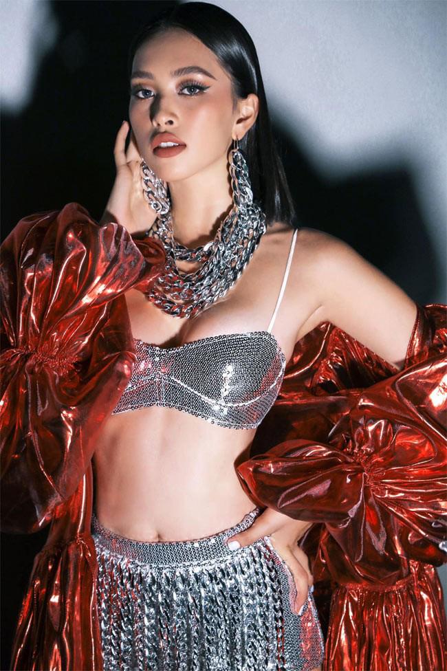 """Hoa hậu Tiểu Vy ngày càng ưa chuộng phong cách nóng bỏng, """"đốt mắt"""" người nhìn - Ảnh 2."""