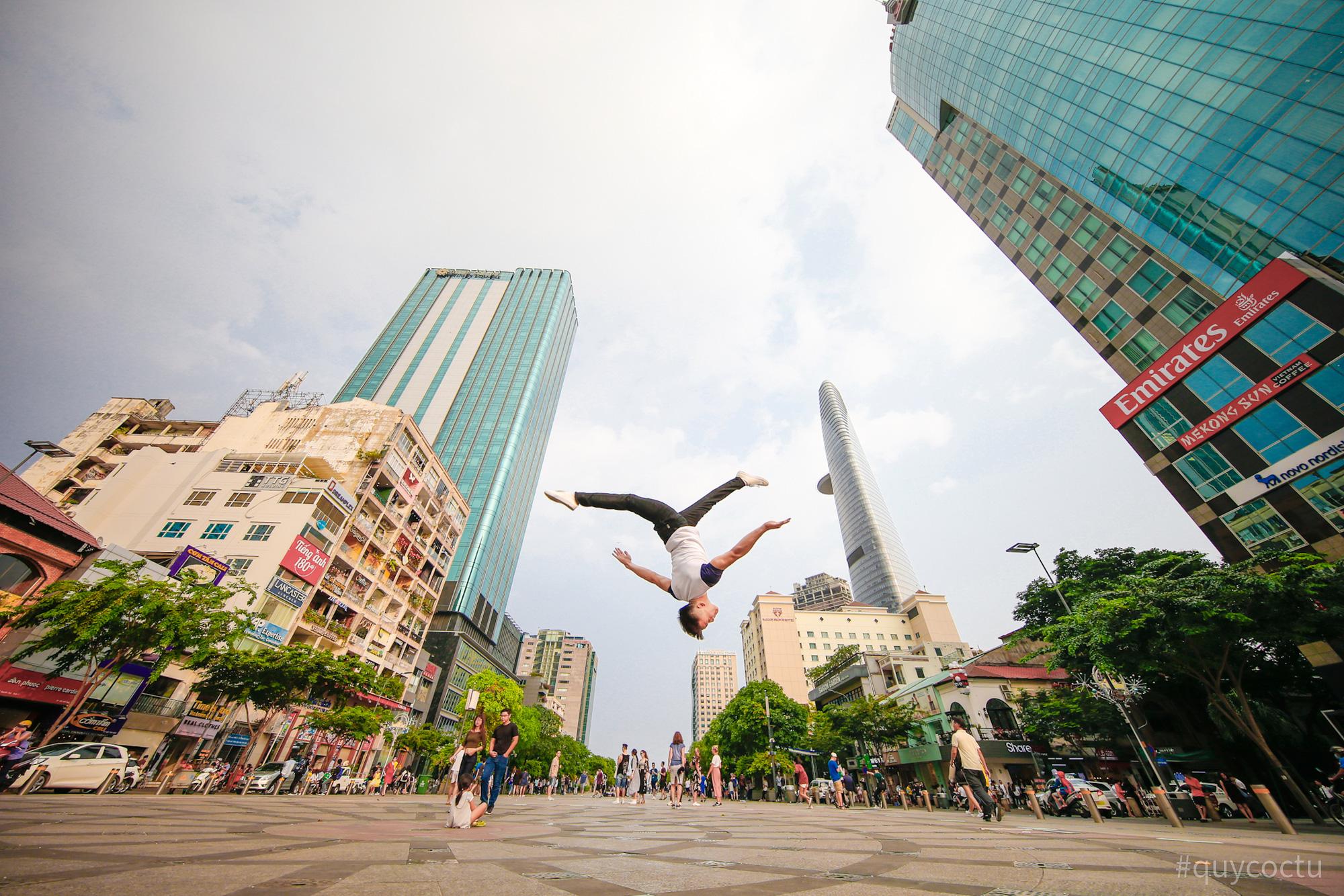Dạo quanh TP Hồ Chí Minh cùng bloger du lịch nổi tiếng - Ảnh 3.