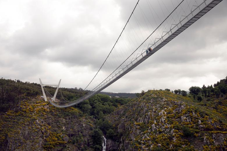 Khóc thét khi đi trên cây cầu bộ dành dài nhất thế giới - Ảnh 5.