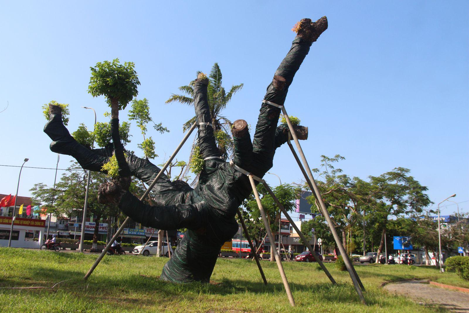 """Trên cả tuyệt vời, sau 5 tháng """"cấp cứu"""", cây xà cừ hơn 100 năm tuổi ở Huế đã mọc đầy chồi biếc - Ảnh 6."""