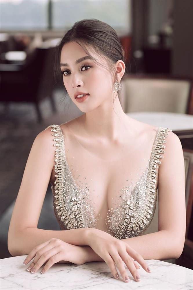 """Hoa hậu Tiểu Vy ngày càng ưa chuộng phong cách nóng bỏng, """"đốt mắt"""" người nhìn - Ảnh 6."""