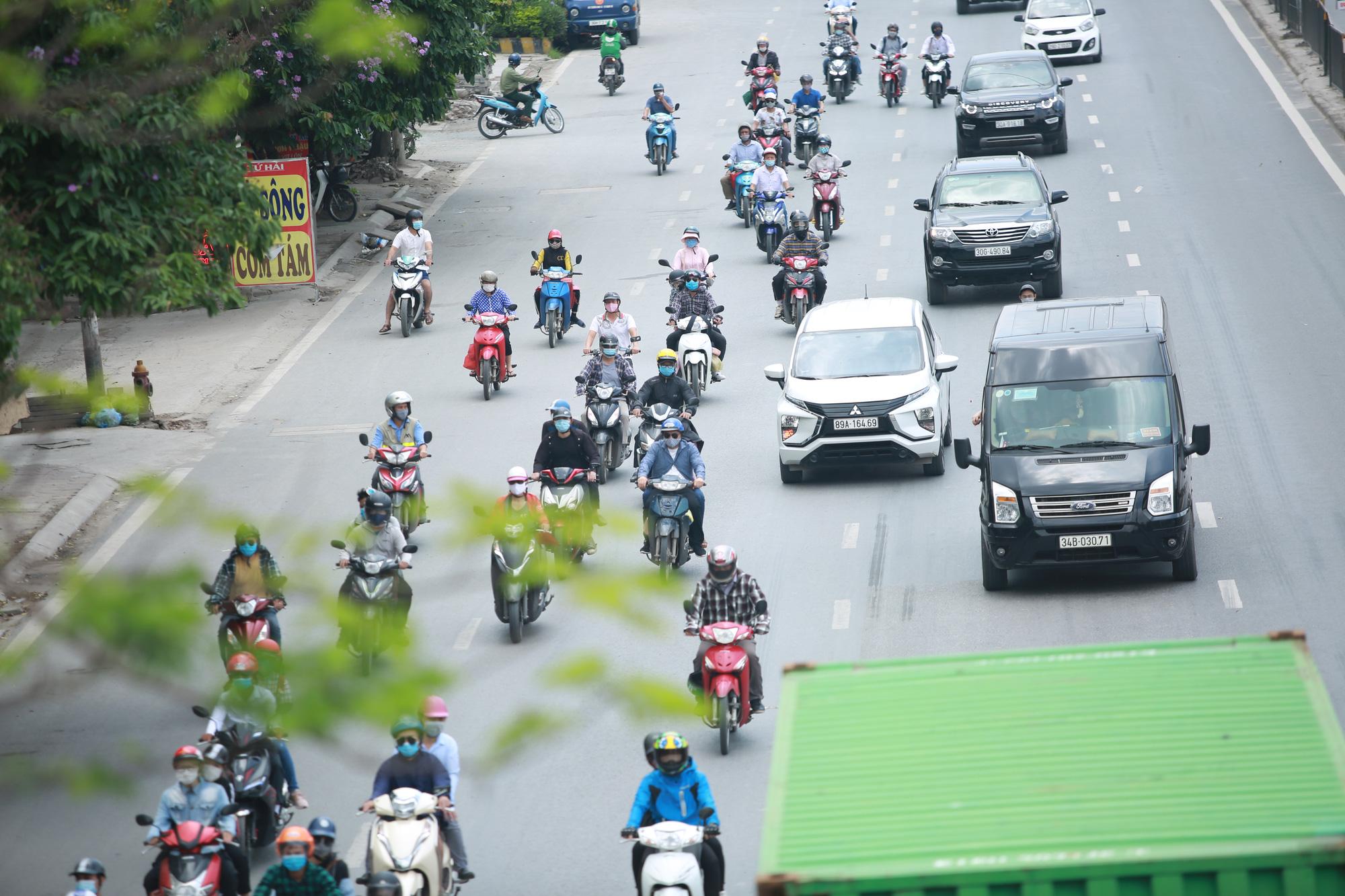Giao thông cửa ngõ Thủ đô thông thoáng lạ thường ngày cuối kỳ nghỉ lễ 30/4  - Ảnh 2.