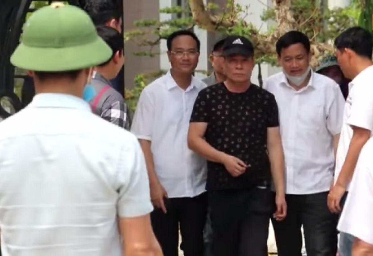 Vụ nghi phạm bắt chết 2 người, cố thủ ở Nghệ An: Thêm diễn biến mới nhất - Ảnh 2.