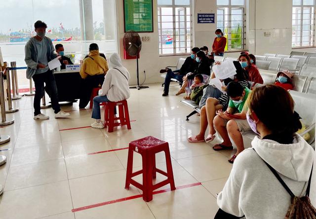 Quảng Ngãi: Đi chơi dịp lễ 30/4 và 1/5 ở ngoài tỉnh trở về phải khai báo y tế  - Ảnh 1.
