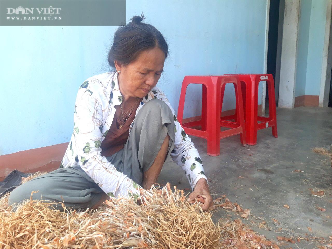 """Giá hành tím bất ngờ hạ giá, bán 1kg không mua nổi ổ bánh mì, nông dân Bình Định lao vào cú """"sốc"""" - Ảnh 2."""