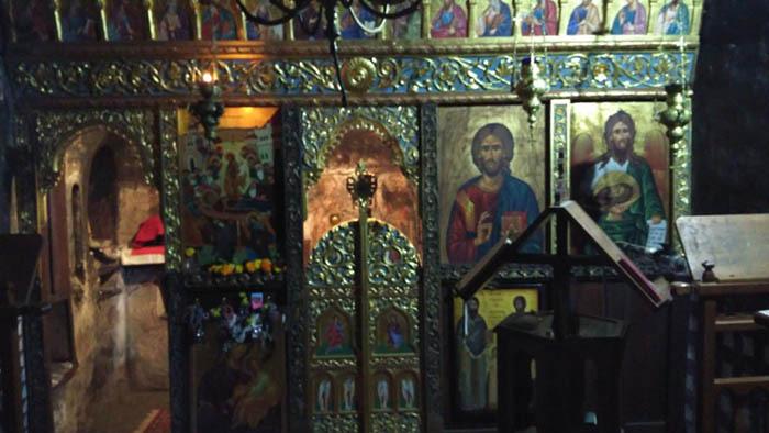 Tu viện ấn tượng nhất Hy Lạp với lối vào duy nhất bằng cầu trượt - Ảnh 4.