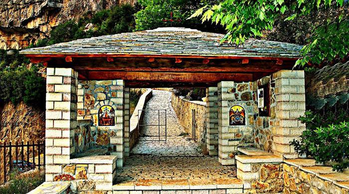 Tu viện ấn tượng nhất Hy Lạp với lối vào duy nhất bằng cầu trượt - Ảnh 6.