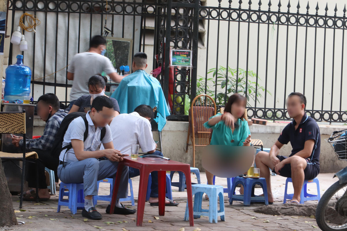 [Nóng]: Từ chiều 3/5, Hà Nội tạm dừng dừng hoạt động tại quán ăn, trà đá, cà phê vỉa hè - Ảnh 1.