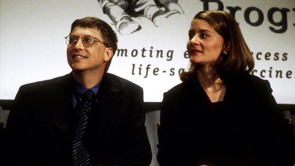 Nhìn lại những khoảnh khắc hạnh phúc trong quá khứ của vợ chồng Bill Gates - Ảnh 1.